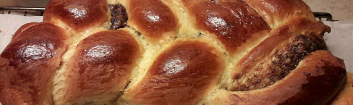 Traditional Greek Easter Bread ( TSOUREKI)